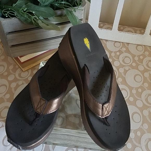 Volatile Wedge Flip Flop Sandals Bronze Brown Sz 9
